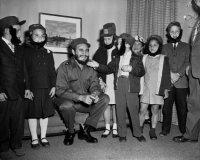 fidel-castro-meets-school-children-1959.jpg