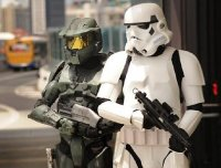 140468-stormtrooper-steve-biggs-and-master-chief-matthew-zydeveld-supanova.jpg